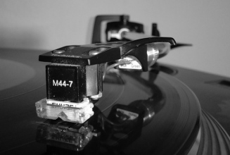 Watch what happens when you drop a Shure M44-7 cartridge onto a record in super slow motion
