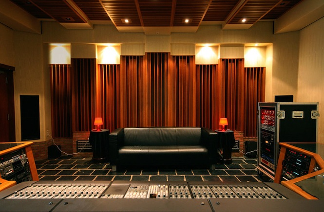 CHAPELLE-ctrl_room.-Courtesy-of-La-Chapelle-Studios