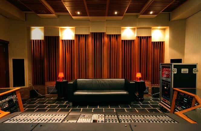CHAPELLE-ctrl_room.-Courtesy-of-La-Chapelle-Studios