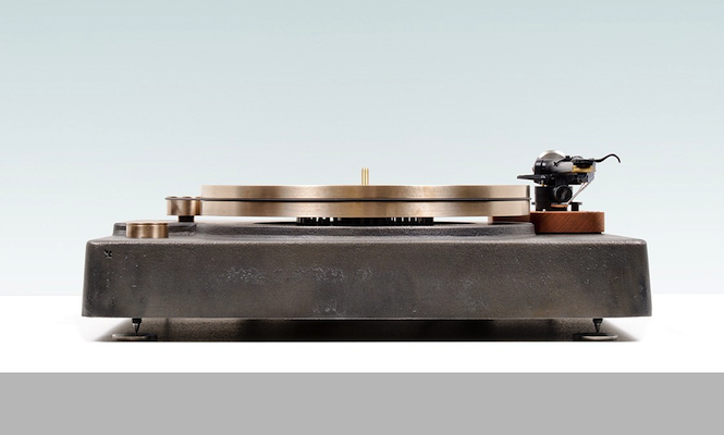 this-state-of-the-art-cast-iron-turntable-is-one-of-the-most-beautiful-weve-ever-seen