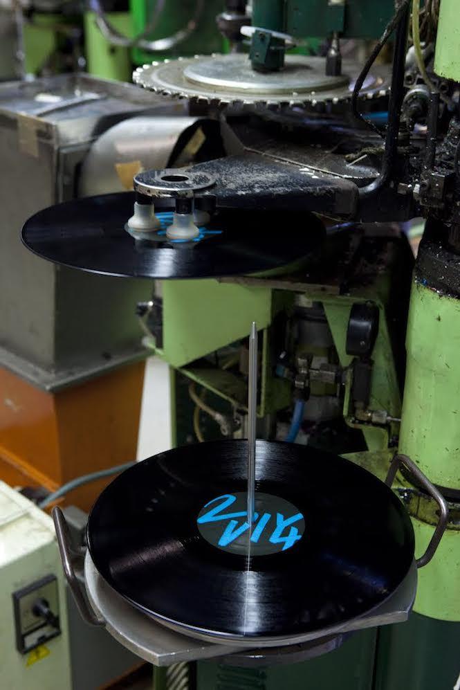 Roebel, DEU, 19.04.2011: optimal media production GmbH; Glienholzweg 7 in 17207 Roebel, Mecklenburg-Vorpommern. Das erfolgreiche Unternehmen ist CD-Presswerk und Druckerei; eine Produktion von Vinyl-Tontraegern ist angeschlossen. | Roebel, GER, 19.04.2011: optimal media production GmbH; Glienholzweg 7 17207 Roebel, Mecklenburg-Vorpommern. Optimal successfully produces CDs, Vinyls and print objects. [ © Stefan Malzkorn, Am Landpflegeheim 40, 22549 H a m b u r g, Tel.: +49-40-345402; www.malzkornfoto.de  malzkorn@malzkornfoto.de , Konto | Banking Link: P o s t b a n k H a m b u r g, Kto-Nr. 114413205 BLZ:20010020 IBAN: DE2620010020114413205 BIC: PBNKDEFF www.freelens.com/clearing, Steuer-Nr:  42/152/02106 Finanzamt Hamburg am Tierpark, KSK-Nr. 39040963M007. Verwendung nur gegen Namensnennung, Honorar und Beleg - Presseveroeffentlichungen in DEU zzgl. 7% Mwst ; bei Verwendung des Fotos ausserhalb journalistischer Zwecke bitte Ruecksprache mit dem Fotografen halten. Soweit nicht ausdruecklich vermerkt werden keine Modellfreigabe-, Eigentums-, Kunst- oder Markenrechte eingeraeumt. Die Nutzungen erfolgt ausschliesslich auf Grundlage meiner unter  www.malzkornfoto.de/webseite_neu/agbs/agb_dt.pdf einsehbaren Allgemeinen Geschaftsbedingungen (AGB) I  publication only with royalty payment, credit line, and print sample. Unless especially stated: no model release, property release or other third party rigths available. No distribution without our written permission.] [#0,26,121#]