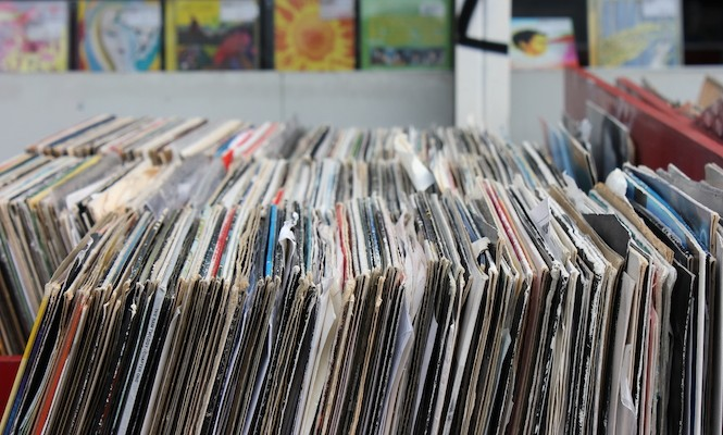 vinyl-sales-climb-over-56-in-the-first-half-of-2015-on-track-for-biggest-total-sales-in-over-a-decade
