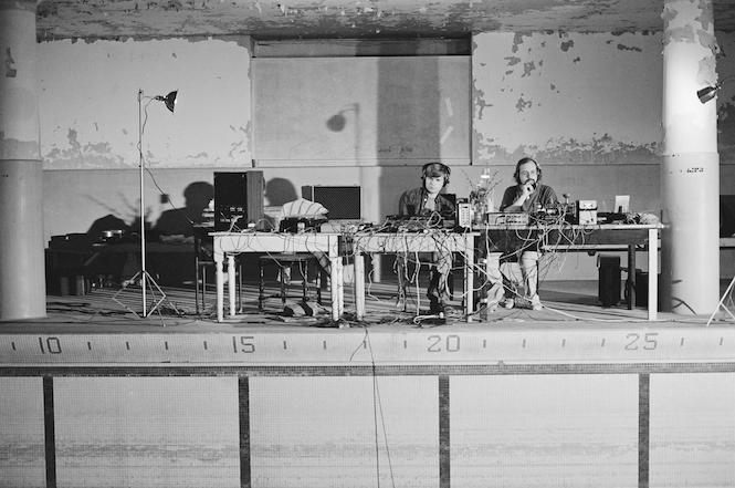 Bob Bielecki and Bill Viola testing systems, The Talking Drum, 1982, Photo Kira Perov